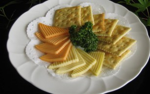 チーズの盛合わせ 笹かまぼこ ポテトフライ 若鶏の唐揚げ